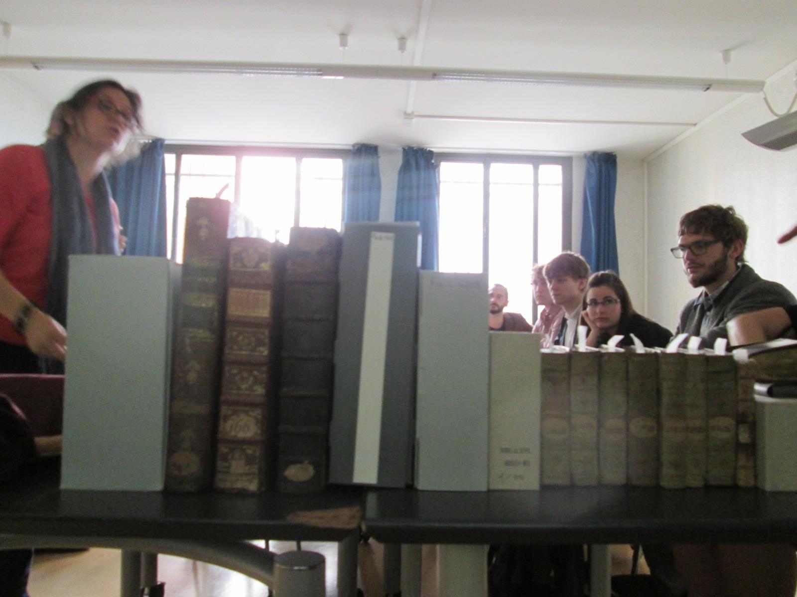Nuestra visita a la Biblioteca de Patrimonio para admirar las ediciones de Plutarco