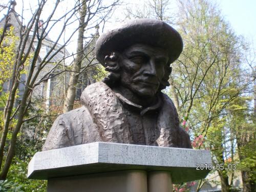 Busto de Erasmo en la ciudad holandesa de Gouda, tan ligada a su biografía