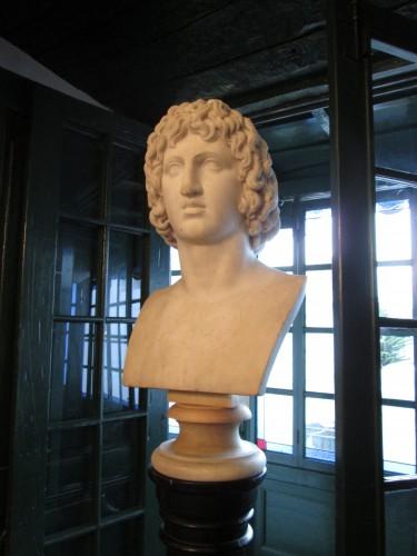 Busto de Virgilio en el Instituto Caro y Cuervo de Bogotá