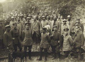 soldats-et-prisonniers-francais-chemind-es-dames-1917_coll-conseil-dep-aisne
