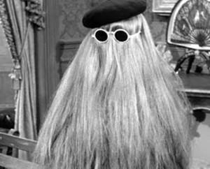"""""""Bonjour, Monique de Monique Coiffure, euh, vous pourriez me prendre mercredi prochain ?"""" (Source : The Addams Family)"""