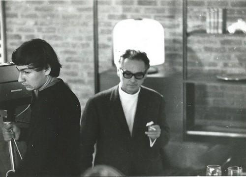Thierry Nouel et Victor Vasarely dans le magasin de meubles de Claude Nouel à Rouen en 1968 - photographie : collection personnelle de Thierry Nouel