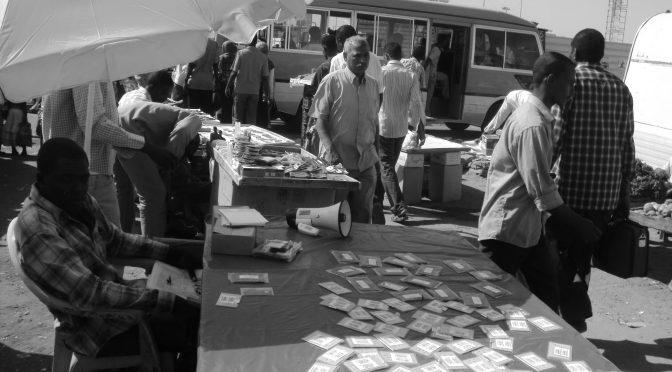 PUBLICATION – Autoritarisme, hybridation et pratiques du pouvoir dans le Grand Khartoum : une étude des services de l'eau et du commerce de rue, par Laure Crombé et Guillaume Sauloup