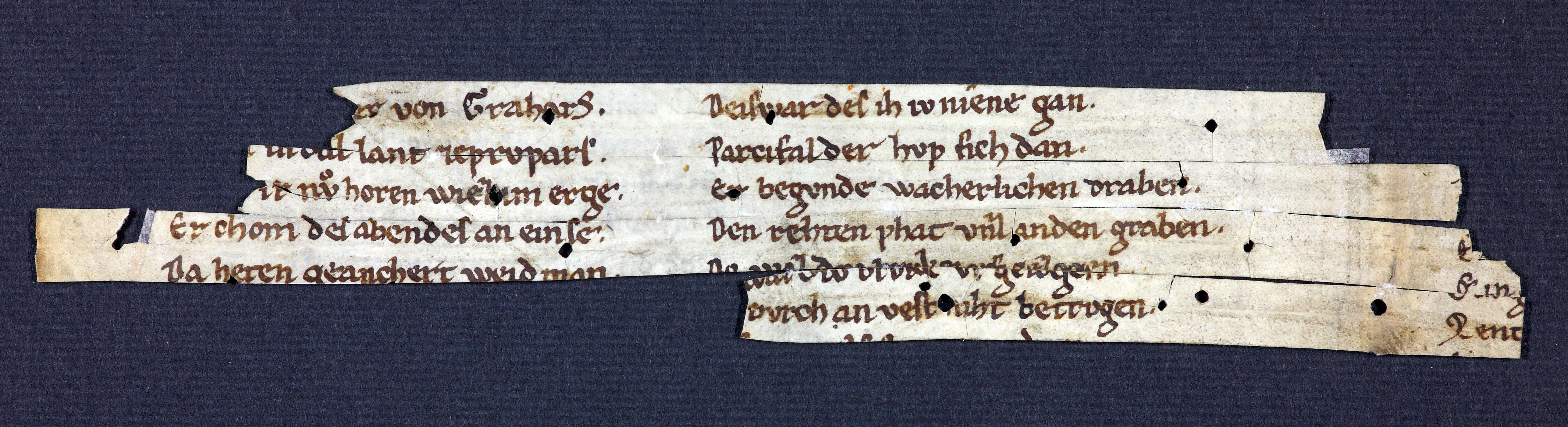 Abb. 1) Das neu aufgefundene Parzival-Fragment, um 1220 (Naumburg, DSB, Fragm. 64, 1v)