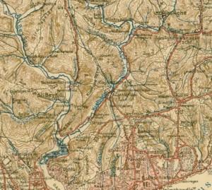 Détail de la carte de Colmar von der Goltz de 1897 : ruisseaux et canaux d'adduction d'eau depuis la forêt de Belgrade (au nord de ce cadre) jusqu'à la capitale ottomane. Les canaux sont figurés par des flèches de couleur bleue