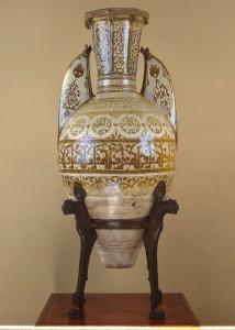 Vase dit du Salar, Espagne nasride, XIVe siècle, céramique à lustre métallique, piètement par Mariano Fortuny y Marsal, bronze, vers 1870-1874, Saint-Pétersbourg, musée de l'Ermitage.