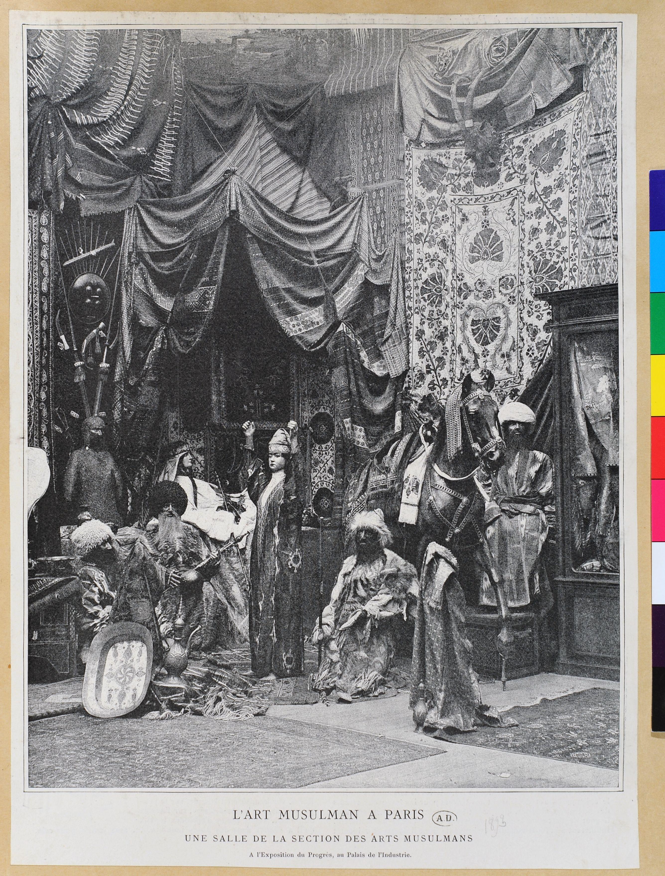 Vue intérieure de l'Exposition d'art musulman (commissaire Georges Marye), Paris, Palais de l'industrie, 1893.