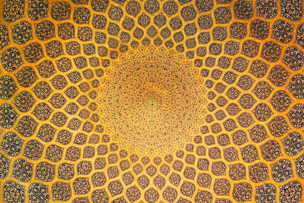 Isfahan_Lotfollah_mosque_ceiling_symmetric