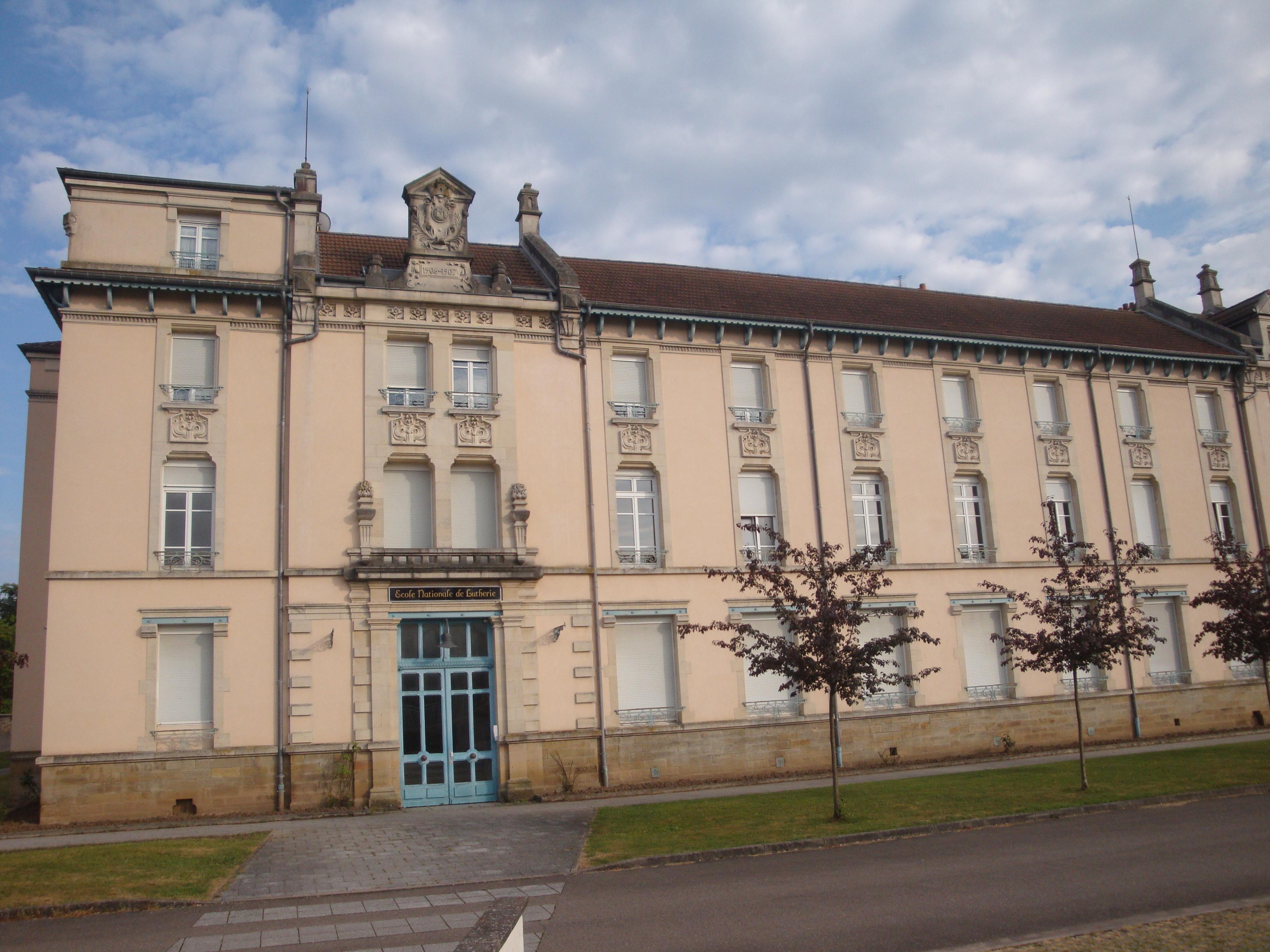 L'école nationale de lutherie à Mirecourt, 2014 (cliché Hélène Claudot-Hawad)