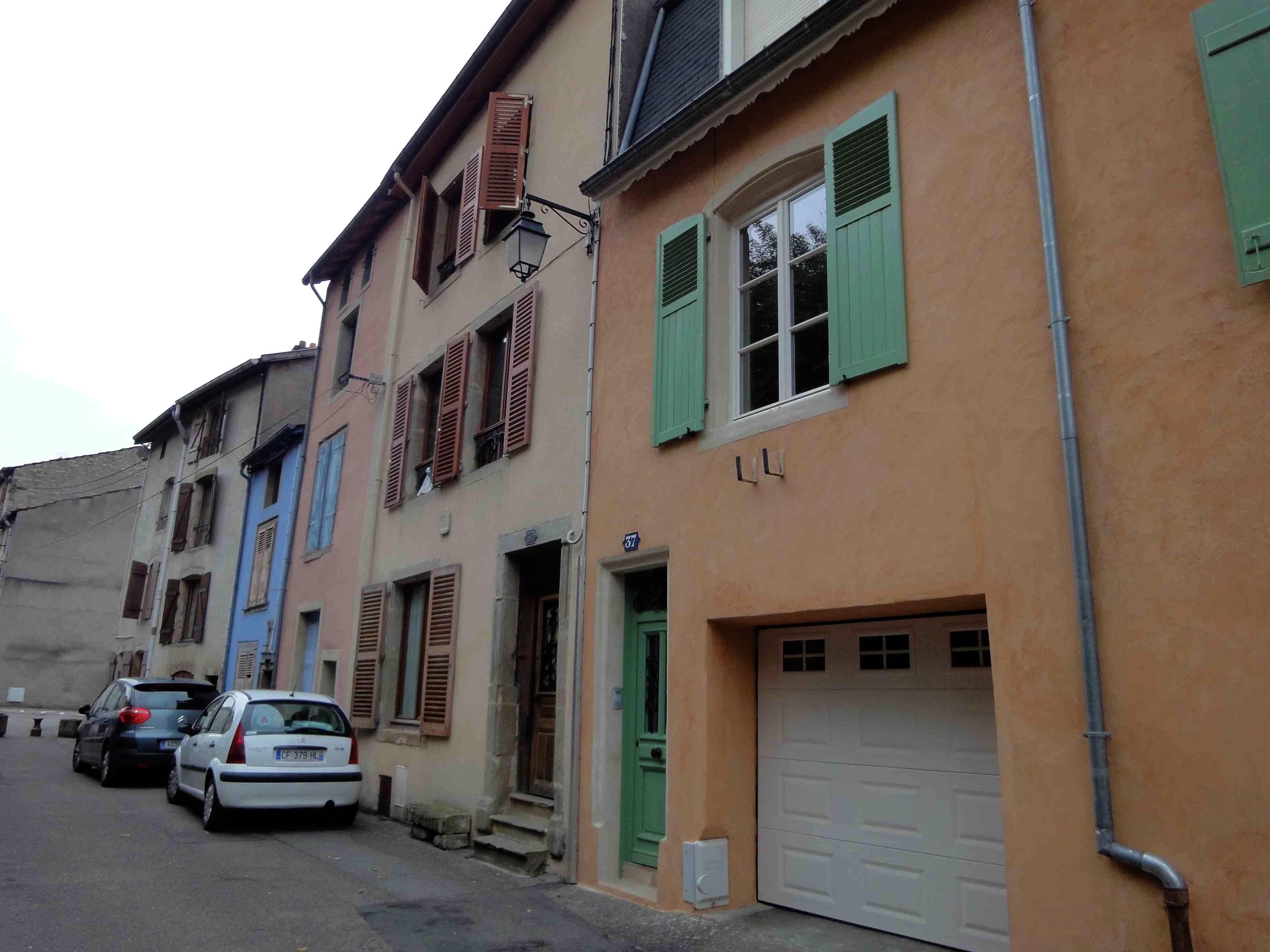 La Rue Basse à Mirecourt, ancien quartier des luthiers (cliché Hélène Claudot-Hawad)