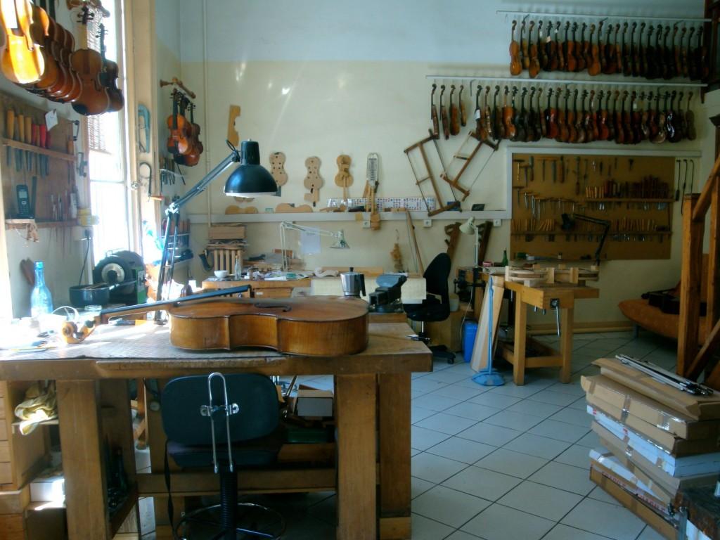 Atelier du luthier Charles-Luc Hommel à Marseille (2014, cliché HCH)