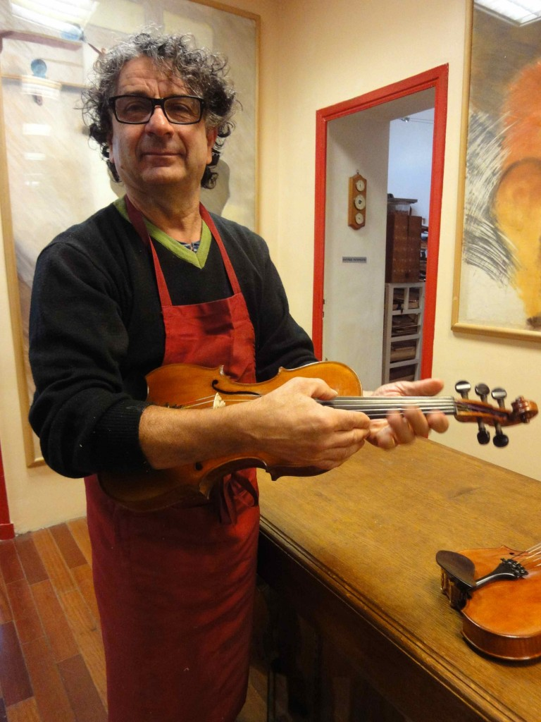 Le luthier André Sakellaridès, Marseille, fev. 2016 (cliché HCH)