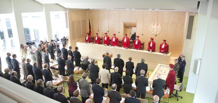 By Mehr Demokratie (Mündliche Verhandlung in Karlsruhe) [CC BY-SA 2.0 ], via Wikimedia Commons