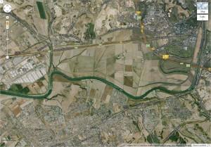 Figure 1: L'agriculture occupe encore des espaces importants au cœur du Delta du Tibre, ici entre le Grande Raccordo Anulare (à l'Est) et le centre des expositions Fiera di Roma à l'Ouest (source: Google Earth, 2013).