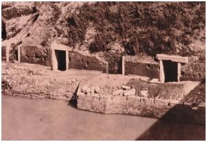Fig. 4 - La banchina  a monte di Ponte Sublicio, prima della costruzione dei muraglioni (foto Archivio SSBAR)