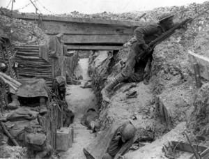 Scène de la vie quotidienne dans une tranchée (Somme, 1916)