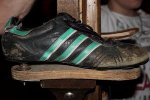Chaussure fixée sur une échasse, photographie fournie par Cendrine Lagoueyte