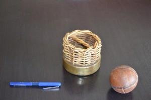Cylindre d'osier et balle, photographie de Jean-Marie Kirchmeyer