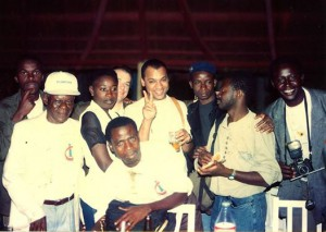 "Photographie postée par Ananias Léki Dago sur sa page Facebook le 26 juin 2014 avec la mention : ""Memories... Bunch of photographers, Bamako 1994, the 1st edition. Can you find me on the picture?"""