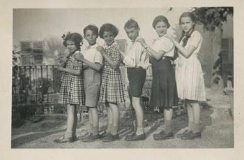 "Superga, tenuta ""Il Saccarello"", 1932. Anna Fubini, Leo Avigdor, Lia Fubini, Primo Levi, Giulia Colombo, Anna Maria Levi"