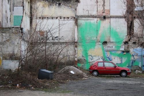 Faire du terrain, c'est aussi visiter le reste de la ville. Les traces du déclin sont encore bien présentes. Des friches par ci par là accompagnant les rez-de-chaussée d'immeubles innocupés