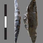 Microlithe en obsidienne de l'abri-sous-roche de Mochena Borago, vraisemblablement utilisé comme armature de flèche /   Obsidian microlith from Mochena Borago rockshelter very likely used as an arrowhead component (© X. Gutherz/PSPCA excavations)
