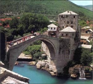 Le pont de Mostar reconstruit à l'identique sauf que...