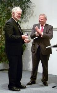 Buchautor Erich Zweck und Oberbürgermeister Helmut Hey (Foto: Clemens Hösamer/Der neue Tag)