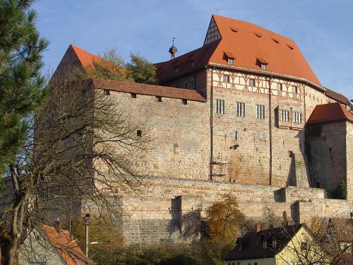 Cadolzburg-burg-wseite-gesamt-v-nw