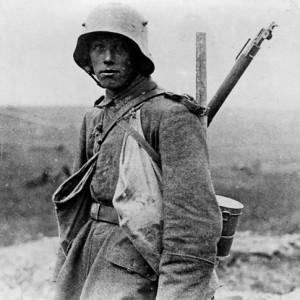 Westfront, deutscher Soldat 1916 | Bildrechte: Bundesarchiv, Bild 183-R05148 / Unbekannt / CC-BY-SA 3.0