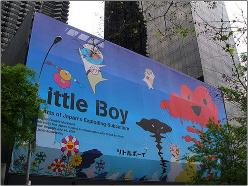 Little Boy (Murakami Takeshi) s'affiche dans l'espace urbain Source : UCLA International Institute.