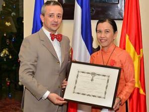 Remise de la Légion d'honneur à Mme Bui Tran Phuong