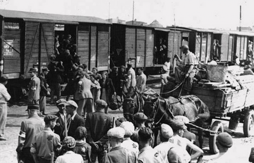 Deported crimean tatars being unloaded from trains in Uzbekistan.Tumblr: https://www.tumblr.com/search/crimean%20tatar%20genocide