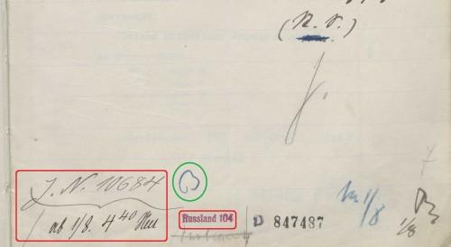 Auf einem Konzept: Registraturvermerke (rot) und eine Kenntnisnahme (grün)