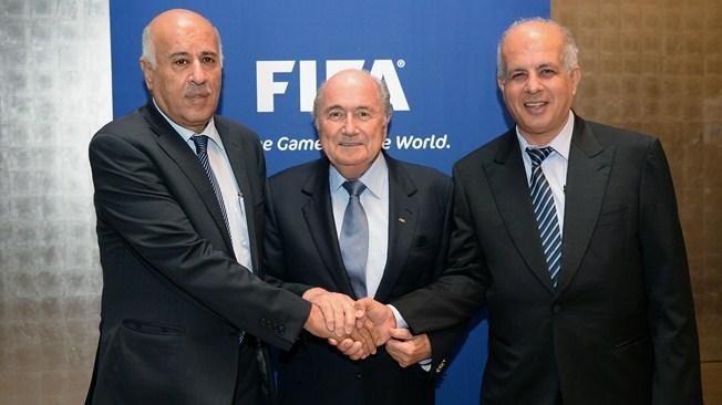 J. Rajoub, S. Blatter et O. Eine, responsable de la Fédération israélienne.