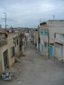 A Attadhamen, quartier populaire de Tunis qui a fait l'objet d'une régularisation, l'éclairage public est l'un des réseaux qui ont matérialisation l'intégration du quartier dans la ville (cc E. Verdeil 2005)