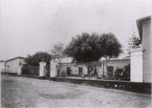 Antiguo manicomio del Cercado. Cuando se inauguró el asolo-colonia de Magdalena (hoy hospital Larco Herrera), fue sede de la Imprenta del Estado entre 1920 y 1927.