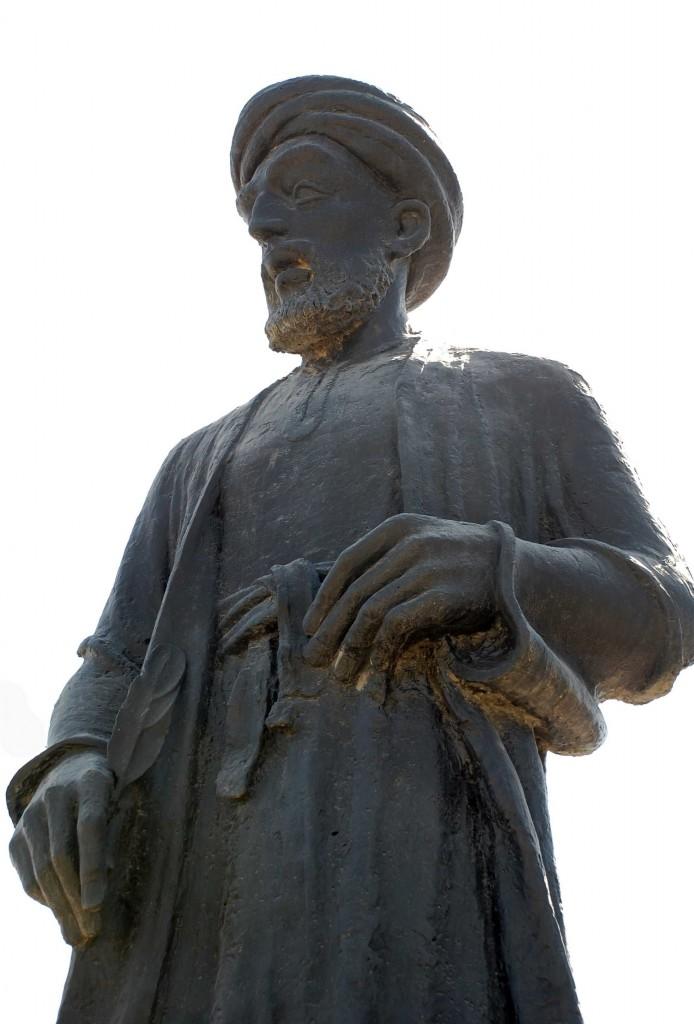 Statue d'al-Ḫalil b. Aḥmad al-Farāhidī à Bassorah