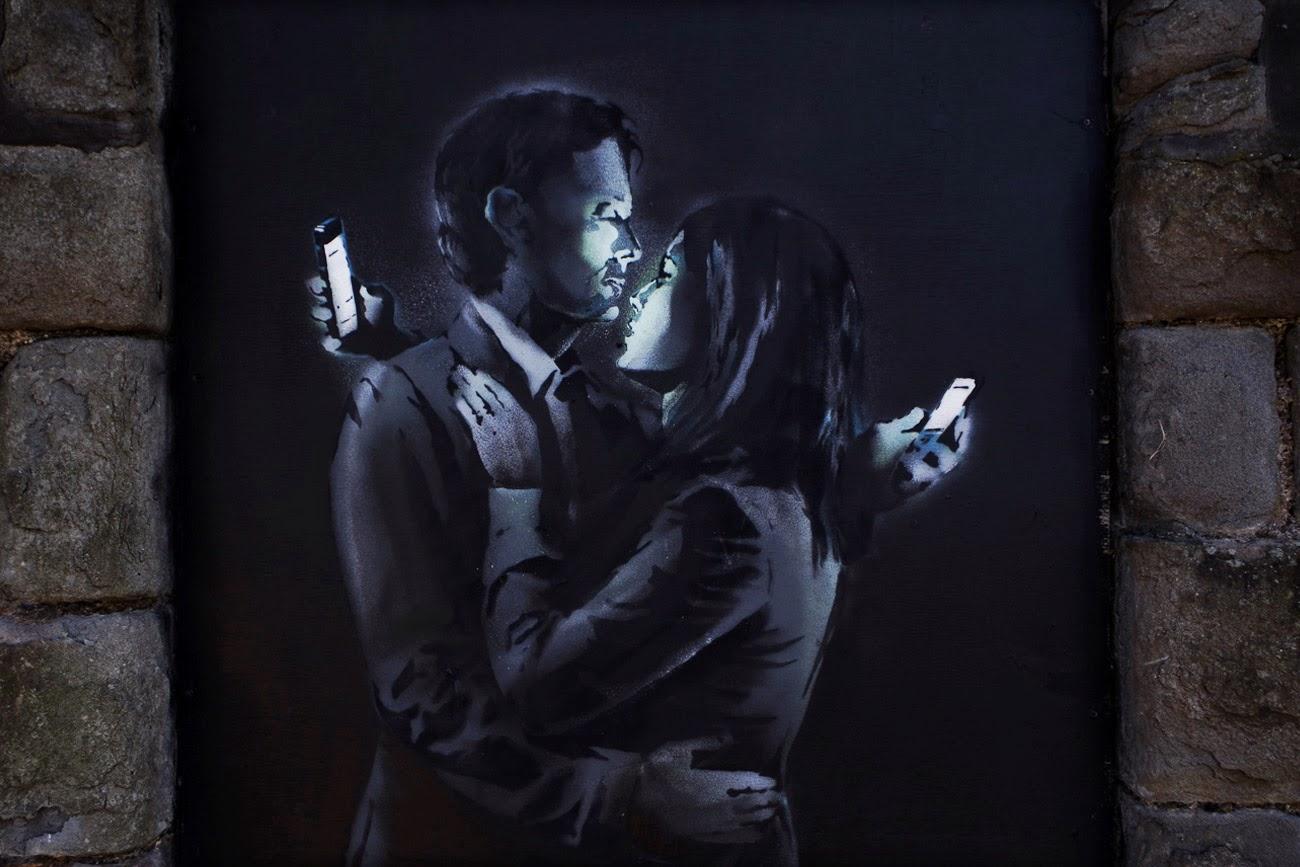 Mobile Lovers graffe de Banksy