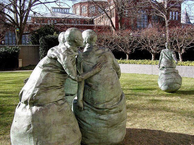 Last Conversation Piece - Juan Munoz. Hirshhorn Museum and Sculpture Garden. by  Valerie Hinojosa