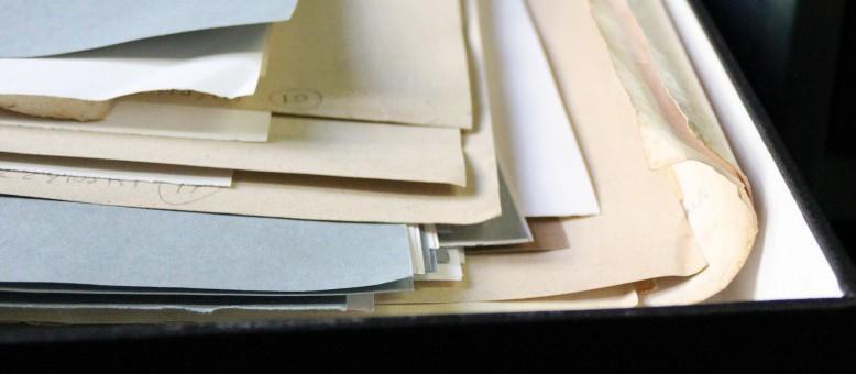 Documents mal conditionnés (boite et pochettes trop petites)