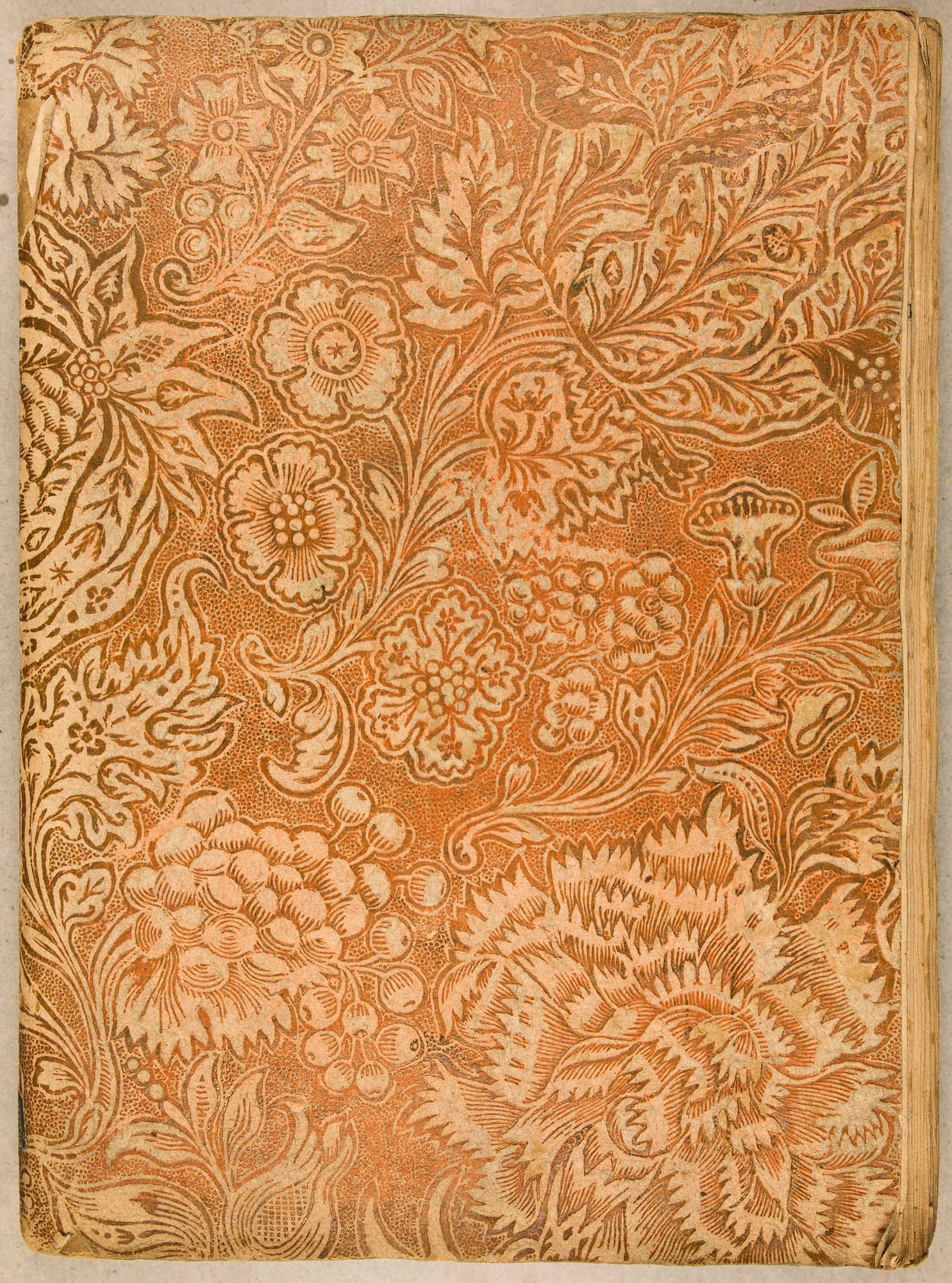 Papier doré gaufré, impression en négatif sur papier blanc et feuille orange intercallé. XVIIIe s