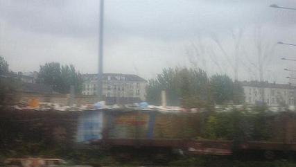 Bidonville à proximité de la station Saint-Denis, ligne H, novembre 2009.