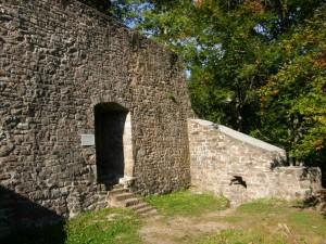 Ruine Kirneck, Bild: Wikipedia, Benutzer: HostaMadosta, Lizenz: CC-BY-SA 3.0