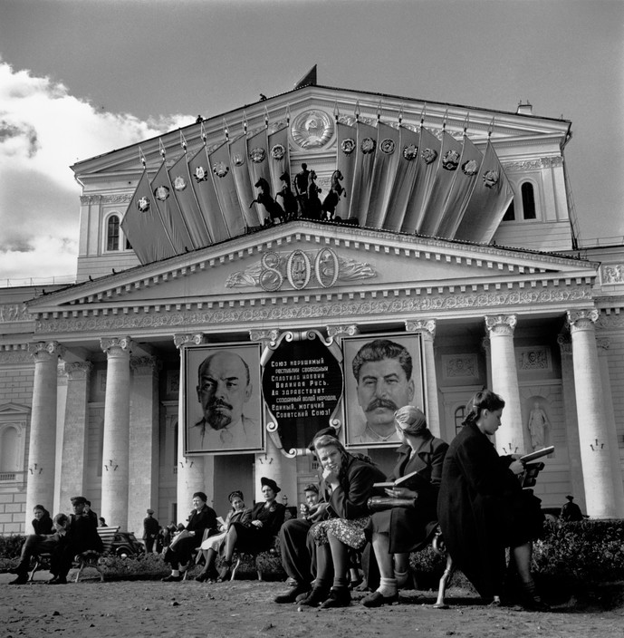 USSR. Moscow. The Bolshoi Theatre with portrait of LENIN and STALINE on the front. 1947. Robert Capa © International Center of Photography.