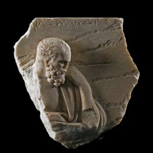 Anaximandre, bas-relief (Roma, Museo Nazionale Romano). Probablement copie romaine d'un original grecque (source : Wiki).