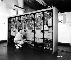Whirlwind, MIT, ca. 1950 (source : http://www.computerhistory.org/timeline/?year=1951)