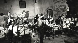 Des couacs dans la répétition. Prova d'orchestra, par Federico Fellini, 1978 (source : avcesar.com)