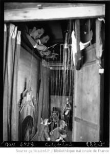 Du confort d'imaginer les acteurs en guignols. Théâtre des marionnettes, vers 1930 (source : Gallica.fr)