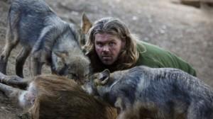 Simulacre anthropomorphique télégénique. « Ma vie avec les loups », via National Geographic (source : http://www.natgeotv.com/fr/ma-vie-avec-les-loups/photos/homme-loup-meute#43117)